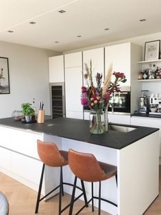 Home - Bebo Vloeren Kitchen Cabinet Layout, Rustic Kitchen Cabinets, Modern Kitchen Island, Rustic Kitchen Design, White Kitchen Decor, Kitchen Room Design, Kitchen Interior, Painting Kitchen Countertops, Kitchen On A Budget
