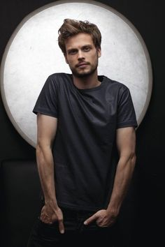Matthew Grey Gubler -> if nerds looked like this in high school, id of dated alot more nerds!