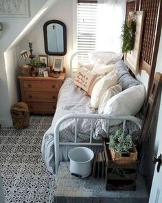 Schlafzimmer Dekoration: 57 Comfortable Small Bedroom Decor Ideas with Space Saving - Schlafzimmer Ideen Small Bedroom Designs, Small Room Design, Living Room Designs, Decorating Small Bedrooms, Small Room Storage Ideas, Small Bedroom Ideas On A Budget, Small Bedroom Storage, Bedroom Shelves, Budget Bedroom