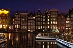 Amsterdam - Damrak. Photo by Julien Delaval