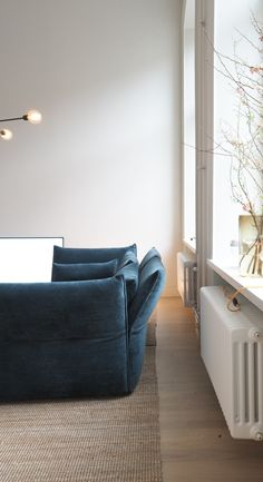 A look into the home of Swedish Architect Andreas Martin-Löf. During Stockholm Design week I had the chance to tour this stunning apartment. Interior Design Blogs, Home Design, Flat Interior, Scandinavian Interior Design, Swedish Design, Interior Decorating, Design Dintérieur, Blog Design, Scandinavian Style