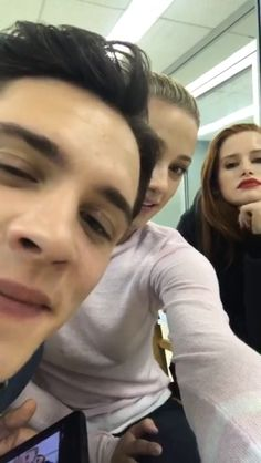 Riverdale cast photos are the funkest thing ever
