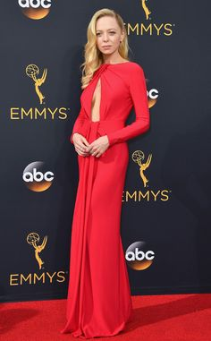 • Portia Doubleday in Armani Prive at the 2016 Emmys Red Carpet Arrivals | E! Online •