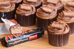 Are Mars bars the finest chocolate bar ever created? Mars bars have got me through many an afternoon at work and I would eat several every day if I could. They are possibly my fa… Cupcake Flavors, Cupcake Recipes, Cupcake Cakes, Dessert Recipes, Yummy Recipes, Just Desserts, Delicious Desserts, Yummy Food, Tasty