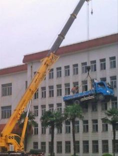 25 Funny Pics of Epic Fail Workplace Safety That Will Shock You – So Funny Epic Fails Pictures Construction Fails, Construction Safety, Construction Worker, Funny Images, Funny Photos, Hilarious Pictures, Safety Fail, Work Fails, Darwin Awards