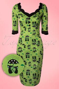 """Er kittig uitzien is in deze 50s Jade Cat Pencil Dress in Green van Vixen een """"kat in het bakkie""""!"""