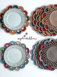 Perfect Crochet Sousplat Models – Knitting And We Crochet Circle Pattern, Crochet Placemat Patterns, Crochet Coaster Pattern, Crochet Circles, Crochet Doily Patterns, Crochet Doilies, Doily Rug, Art Au Crochet, Crochet Diy