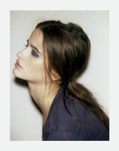 makeup eyes, messy hair, eyeshadow, blue, dark beauty