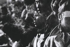 Shomei Tomatsu O PAI DA FOTOGRAFIA JAPONESA Considerado o pai dafotografia japonesa,Shomei Tomatsufaleceu no último 14 de dez...