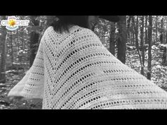 Let's crochet this beautiful, flowy Poncho together! It's a scrap project that uses up your light weight yarns and can be worn as a Poncho or a Shawl! Crochet Cape, Crochet Mittens, Love Crochet, Crochet Scarves, Crochet Shawl, Crochet Clothes, Crochet Scrubbies, Crochet Toys, Lidia Crochet Tricot