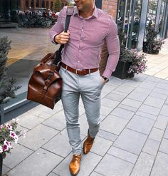 Image may contain: one or more people, people standing and shoes Smart Casual Suit, Smart Casual Menswear, Casual Work Wear, School Looks, Mens Style Guide, Men Style Tips, Corporate Fashion, Business Fashion, Mens Fashion Wear