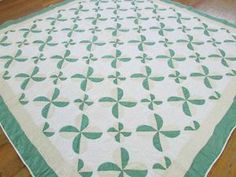 Charming Vintage Four Leaf Clover Green White Quilt Fresh Cottage Clover Green, Four Leaf Clover, Antique Quilts, Vintage Quilts, Two Color Quilts, Quilts For Sale, Sewing Ideas, 1930s, Cottage