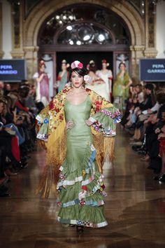 pepa garrido | flamenco fashion | trajes flamenco | Green Flamenco Dress. Yellow Manton. Floral.