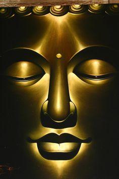 Buddha Bali- Ubud's Royal Palace. Art Buddha, Buddha Kunst, Buddha Zen, Buddha Painting, Gautama Buddha, Buddha Buddhism, Buddhist Art, Golden Buddha, Spiritus