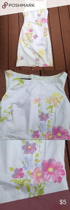 Floral midi dress size 6 white jones New York Floral midi dress size 6 white jones New York Jones New York Dresses Midi