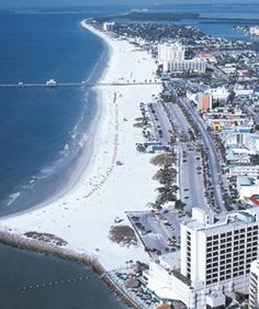 Clearwater Beach, one of my favorite Beaches in Florida ☀️ Clearwater Beach Florida, Florida Usa, Florida Vacation, Florida Travel, Florida Beaches, Vacation Spots, Sandy Beaches, Dream Vacations, Places To Travel