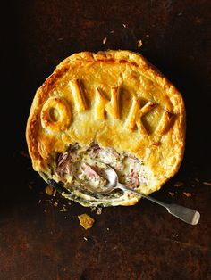 Ham hock, cider and green peppercorn pie: This is a delicious, warming pie. If you want to skip cooking the ham hocks, some butchers and supermarkets sell them ready-cooked at the deli counter. Easy Pie Recipes, Cooking Recipes, Recipes Using Puff Pastry, Savory Pastry, Savoury Pies, Savoury Recipes, Ham Pie, Quiche, Green Peppercorn