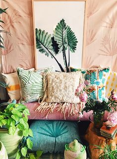 Step over minimalism and let's go bold! A bohemian bedroom should be filled with color, prints, and love! Check out these fab rooms!