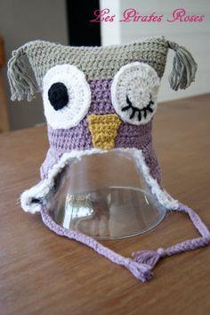 # Ce bonnet est fortement inspiré de ce modèle-ci .# Les explications sont pour une taille 8ans et + ( mes 3 filles de 7, 8 et 13 ans peuvent l'enfiler !), mais facilement adaptable en taille plus petite, simplement en variant la grosseur du fil et le...