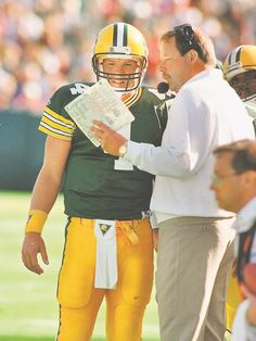 Brett Favre gets instructions from coach Mike Holmgren during a 1992 game vs. the Bengals.(Photo: Press-Gazette archives)