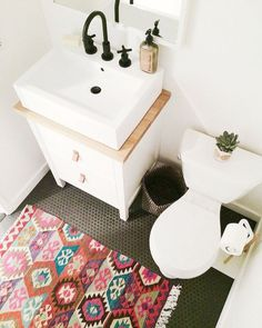 Small Bathrooms: Persian Rug | For more ideas click the picture or visit www.thedebrief.co.uk