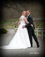Nygifta.se  Mera om bröllop och fler brudpar hittar du på Nygifta.nu.  På www.nygifta.se/ kan alla ha sin bröllopsannons gratis.  Fotografen ordnar det