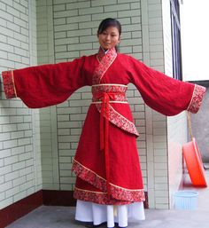 How to put on Hanfu. A typical set of Hanfu consists of two or three layers. The first layer of clothing is mostly the zhongyi (中衣) which is typically the inner garment much like a Western T-shirt and pants. The next layer is the main layer of clothing which is mostly closed at the front. There can be an optional third layer which is often an overcoat called a zhaoshan which is open at the front. More complicated sets of Hanfu can have many more layers.
