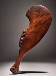 Art of Africa, Oceania, and the Americas Maori Tribe, Maori Patterns, Hawaiian Crafts, Primitive Survival, Maori Designs, Wood Carving Designs, Medieval Weapons, Maori Art, Sculpture Art