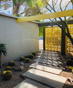 Midcentury Modern Decor & Style Ideas: Tips for Interior Design. Midcentury design is one trend that shows no sign of going away. Learn about midcentury modern decor and discover the best ways to incorporate the style Midcentury Modern, Mid Century Modern Decor, Mid Century Design, Palm Springs Mid Century Modern, Mid Century Rustic, Modern Landscape Design, Modern Interior Design, Modern Exterior, Exterior Design