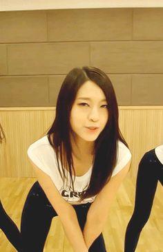 Seolhyun+AoA+Sexy+Dance+Practice+GIF.gif (245×380)