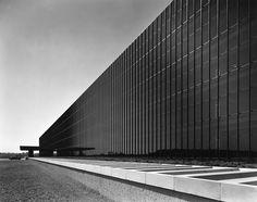 Eero Saarinen: Sculptor of Form | Eero Saarinen's General Motors Technical Center, 1956 | PC: Knoll Archive | Knoll Inspiration