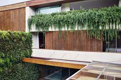 Residencia Praia da Baleia / SP Facade Design, Architecture Design, Modern Exterior House Designs, Greek Design, Backyard, Patio, Small House Plans, House Goals, Dream Garden