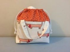 How to Sew a Drawstring Bucket Bag Easy Sewing Projects, Sewing Tutorials, Knitting Projects, Diy Knitting Bag, Knitted Bags, Crochet Bags, Drawstring Bag Tutorials, Drawstring Bags, Bag Sewing