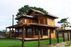 BAIXO IMPACTO ARQUITETURA Casa Campeche: 160 m² (Área) - Estrutura de madeira de demolição; - Terraço e telhado jardim; - Conforto Bioclimático - Paredes de terra crua.