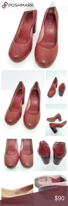 Frye Carson pump 8.5m chunky heel Frye carson pump 8.5m chunky heel Has some wear old see photos Frye Shoes Heels