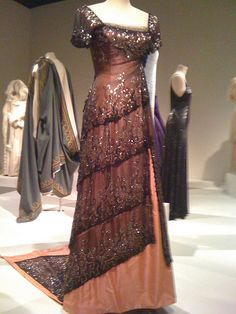"""Evening gown """"Rose"""" worn to dinner in the 1997 movie Titanic."""