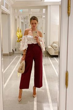 From dancing with your friends to a romantic dinner date, below you can find 20 casual, cool and comfortable fall date night outfits Dinner Outfits, Night Outfits, Classy Outfits, Stylish Outfits, Spring Outfits, Look Fashion, Fashion Outfits, Woman Outfits, Mode Ootd