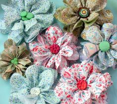 You can find ingenious details about DIY hacks on our website. Look … - DIY Blumen Cloth Flowers, Felt Flowers, Diy Flowers, Crochet Flowers, Paper Flowers, Make Fabric Flowers, Flower Diy, Fabric Roses, Paper Daisy