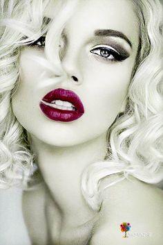 50 Ideas For Pop Art Photography Color Splash Splash Photography, Portrait Photography, Beautiful Lips, Gorgeous Women, Top Models, Red Colour Palette, Face Art, Red Lips, Color Splash