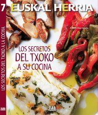 Los secretos del txoko a su cocina / Andoni Diaz Urrutia. Andoni Díaz, un cocinero autodidacta, bregado en concursos gastronómicos, apasionado de esa cocina que se hace en los txokos, anfitrión donde los haya, nos entrega en este libro sus recetas. Una nueva aportación a la bibliografía existente en nuestro país pero en este caso desde el saber y el buen hacer de la cocina de las sociedades gastronómicas.