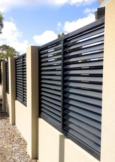 Creative Privacy fence on concrete,Modern fence cost and Garden fence construction. Small Garden Fence, Front Yard Fence, Backyard Fences, Garden Fencing, Wooden Garden, Metal Garden Gates, Wooden Fence, Fence Gate, Metal Fences