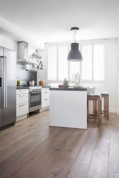 Bring life to your modern kitchen by adding this hardwood flooring. The oak planks are full of character. Discover more oak flooring ideas here. Hardwood Floors In Kitchen, Timber Kitchen, Wood Floor Kitchen, Wood Laminate Flooring, Diy Flooring, Kitchen Flooring, Flooring Ideas, Quick Step Parquet, Vinyl Wood Planks
