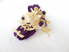 He encontrado este interesante anuncio de Etsy en https://www.etsy.com/es/listing/185915580/purple-bracelet-arabian-style-bracelet