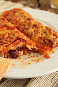 Enchiladas παραγεμισμενες με Λαχανικα και Φετα.  Τορτιγιες στο Φουρνο με Σαλτσα-Πιπεριες-Κολοκυθακι-Τυρια-Κοκκινα Φασολια!!