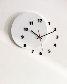 Wall clock 'out of time' moved some numbers of hours on the wall - Decor Universe Clock Art, Diy Clock, Clock Ideas, Home Deco, Casa Retro, Kitchen Decor Items, Wall Watch, Cool Clocks, Wall Clock Design