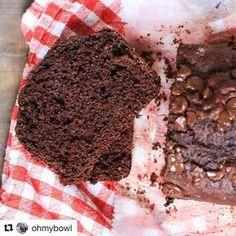 #Repost @ohmybowl (@get_repost)  Buenas!!! Viernes finalmente!!!! BUDÍN INTEGRAL DE CHOCOLATE sin aceite ni manteca. Ingredientes: 100 gr de yogur natural 2 huevos 100 gr de azúcar moreno 5 sobres de stevia 40 gr de cacao amargo 1 pizca de sal 1 cda de esencia de vainilla 225 de harina integral 1 cdita de polvo de hornear 75 gr de leche descremada 40 gr de chips de chocolate amargo. Procedimiento. Precalentar el horno a 160 grados. Mezclar el yogur con los huevos y el azúcar. Agregar el…