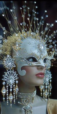 JOJO POST FASHION: wearable technology. Modern, Insane Cyberpunk Hair, futuristic fashion, cyber fashion, futuristic look, Shoes, Night, Day, Girl, Teen, woman, Man Fashion. Hat, Cuff, Bracelet, Nail, futuristic boy, cyberpunk, cyber punk, cyber hair, future fashion. Steam, carapace, future, sexy, futuristic, futurism, sci-fi, scifi, futuristic girl, futuristic style, futuristic fashion.