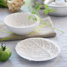Des coupelles moulées dans des feuilles de chou - Marie Claire Idées