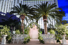 This outdoor Las Vegas wedding venue at Park MGM is what dreams are made of. | Park MGM Las Vegas Wedding