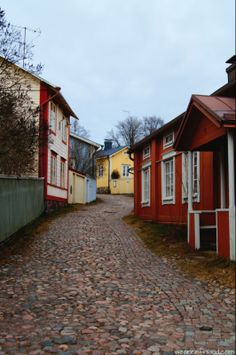 Old Town in Porvoo / Borgå, Finland Finland Destinations, Wonderful Places, Beautiful Places, Old Houses, Wooden Houses, Finland Travel, Scandinavian Countries, Katu, Old Town